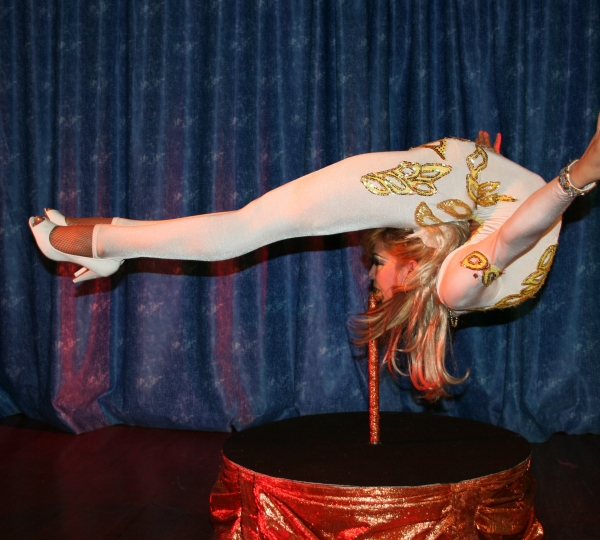 photo-picture-image-contortionist-stage-show-circus-act-con2