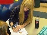photo-picture-image-Miley-Cyrus- Hannah-Montana-celebrity-look-alike-lookalike-impersonator-33c