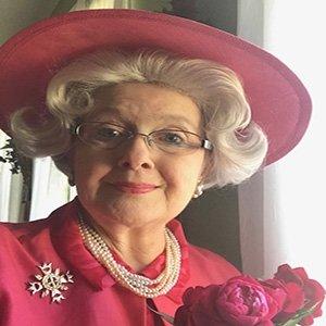 photo-picture-image-queen-elizabeth-celebrity-look-alike-lookalike-impersonator-clone-w5