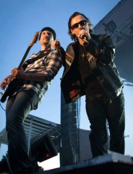 photo-picture-image-u2-celebrity-look-alike-looklaike-impersonator-clone-tribute-artist-tribute-band-4a